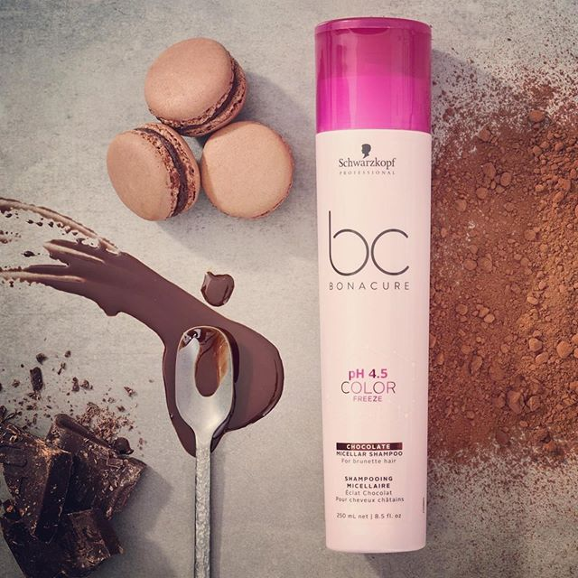 🍫 keep your chocolates rich and beautiful @schwarzkopfpro  Brunettes need love too! 🖤 . . . #Repost @schwarzkopfpro ・・・ HOT chocolate for your HAIR! Enhance those beautiful #brunette tones with pigmented #micellar shampoo! 💁🤭 ♀️ #BCBonacure #ColorFreeze #healthyhair #beautifulhair #BELIEVEINCONFIDENCE #madeforme #skincareforhair #beautycare #apassionforhair #echoparkhairsalon #dtlahair #lahairsalon
