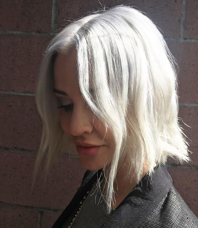 Bleach and tone by @gabriella.almanza  Using @schwarzkopfpro  #blondeme ✨✨ . . .  #rockpaperla #schwarzkopfpro #schwarzkopfusa #davinessalon #lahair #lahairstylist #echoparkhair #dtla #echoparklake #balayagehighlights #balayagedandpainted #unicorntribe #modernsalon #behindthechair #beautylaunchpad