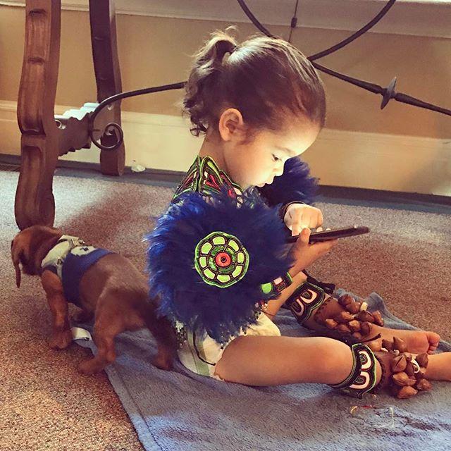 Can't get any cuter than this! ❤️ #puppiesandbabies #puppy #nativebaby #mexika #dauchshound #MyLittleNephew