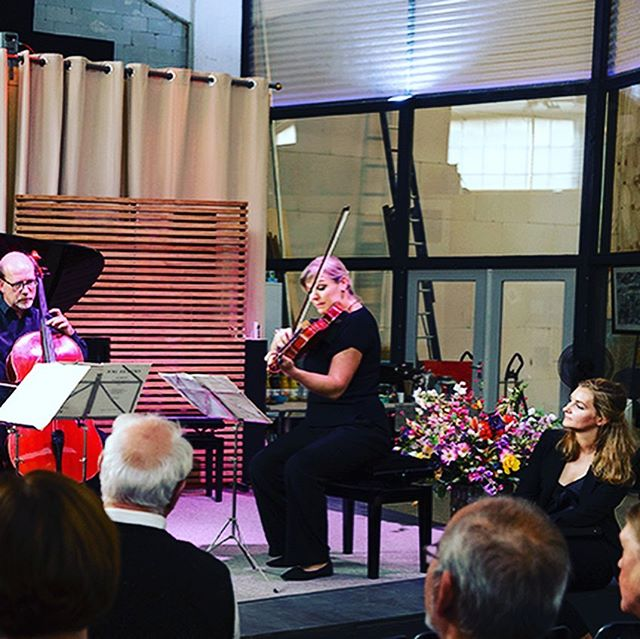 I am very happy to be able to sing with great musicians. What a joy! Thank you Domestica Rotterdam, Thank you Clara Schumann for being such an inspiration✨ Photo: Hélène van Domburg  #mezzosoprano #schumann #brahms #domestica #rotterdam #mariastuartlieder #fenixmusicfactory #happy #opera #lied #muziektheater