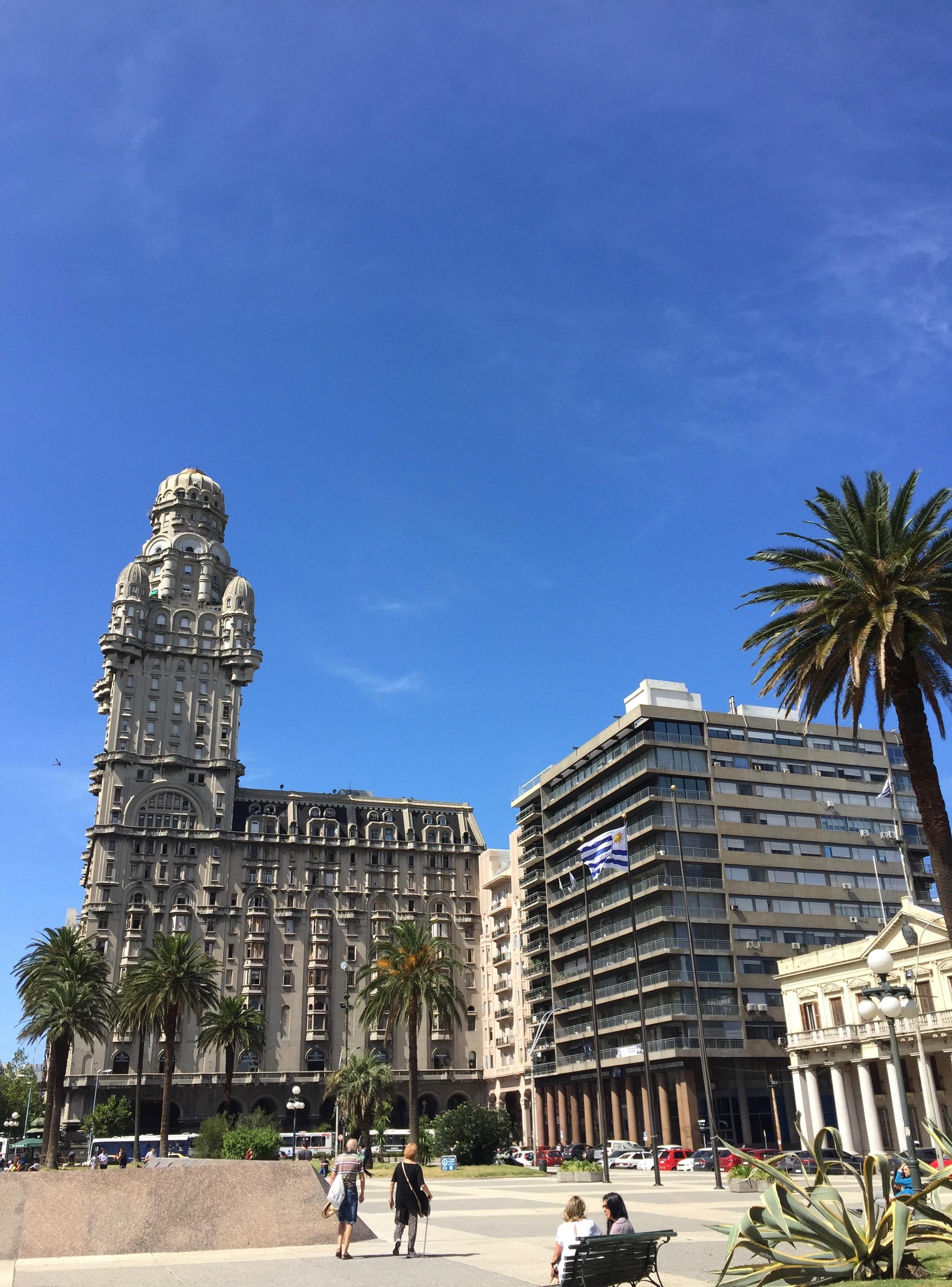 Palacio Salvo in Plaza Independencia