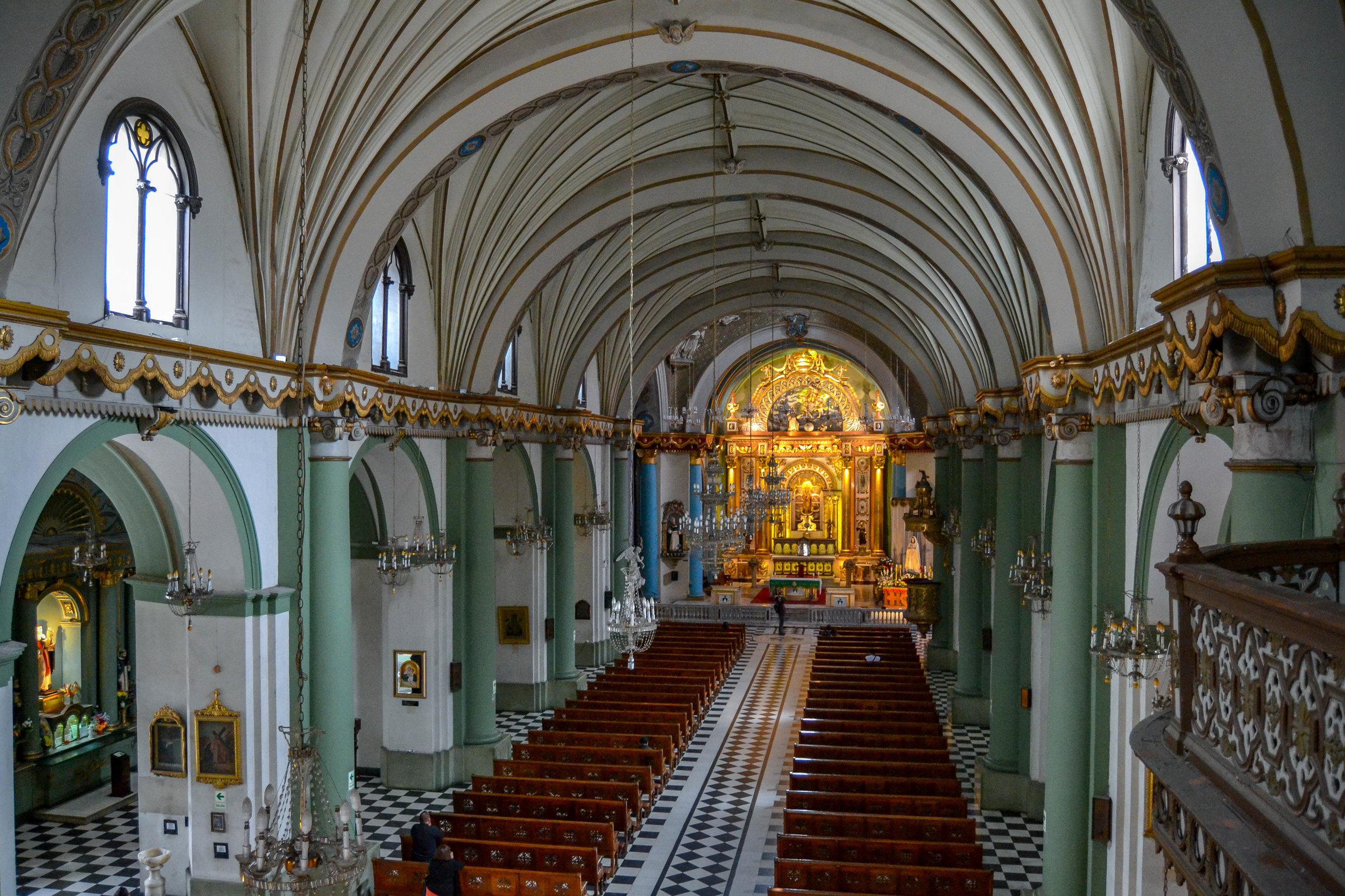 Nave of Church of Santo Domingo.jpg