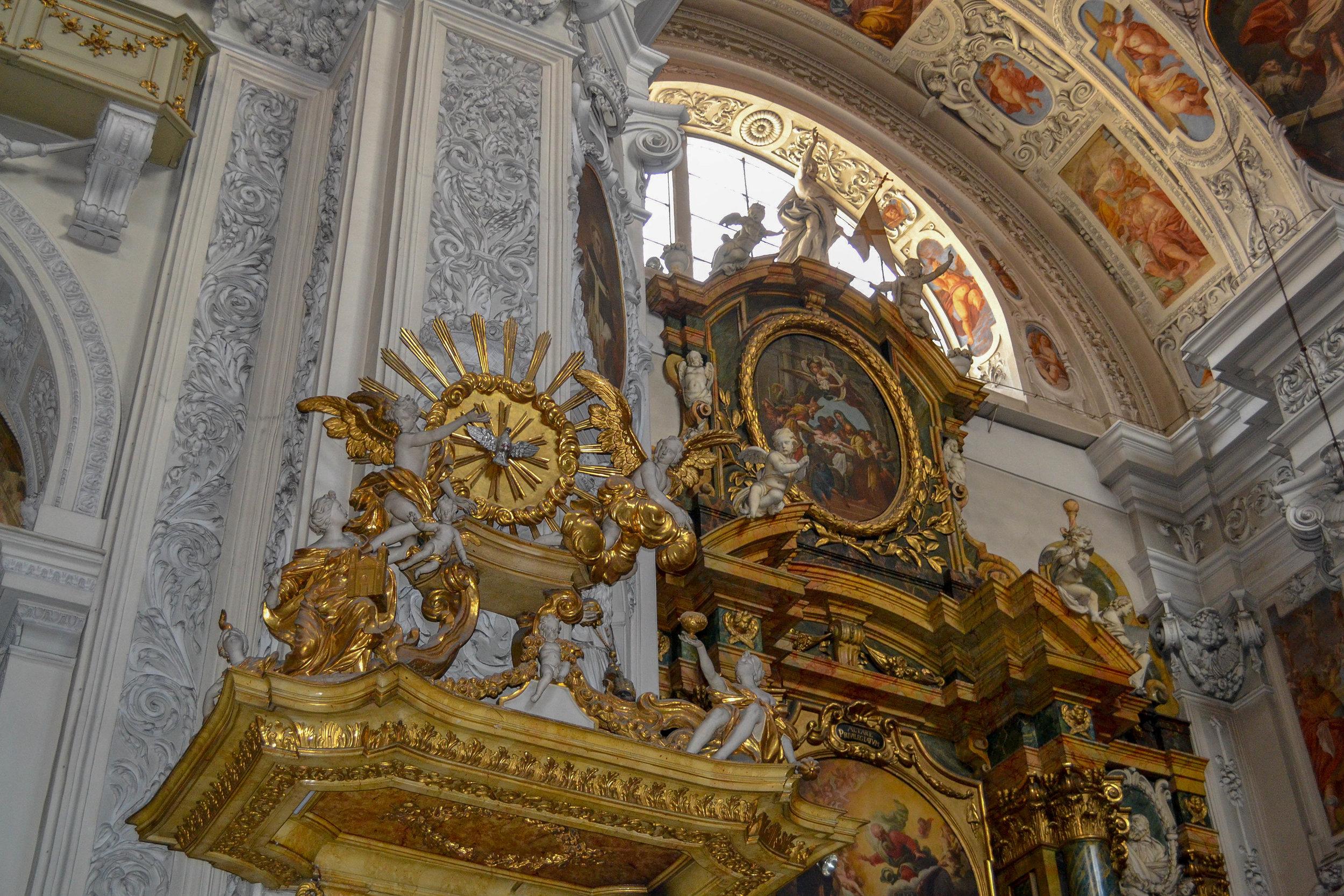 Dominican Church in Vienna Pulpit.jpg