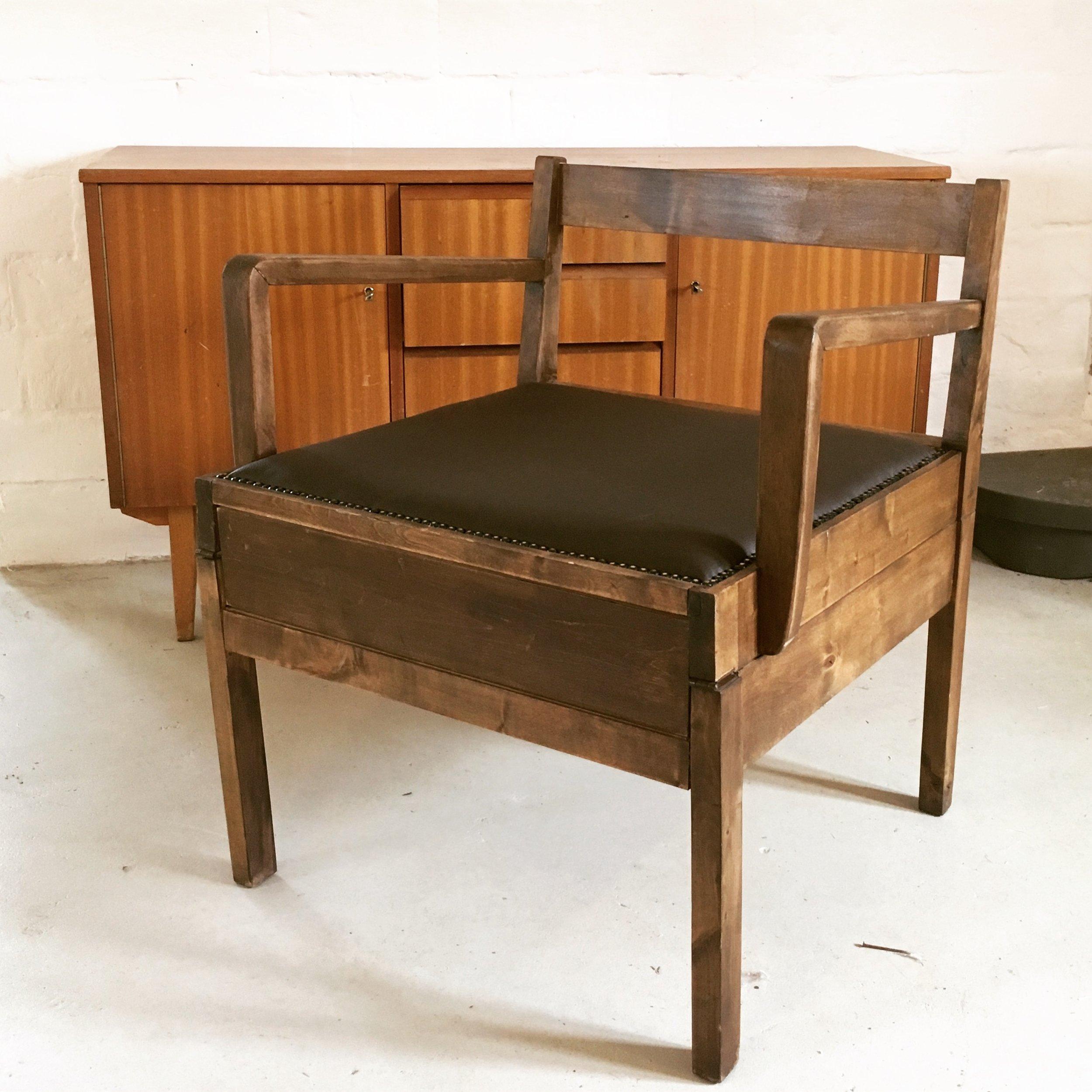 Vuoteeksi kääntyvä tuoli