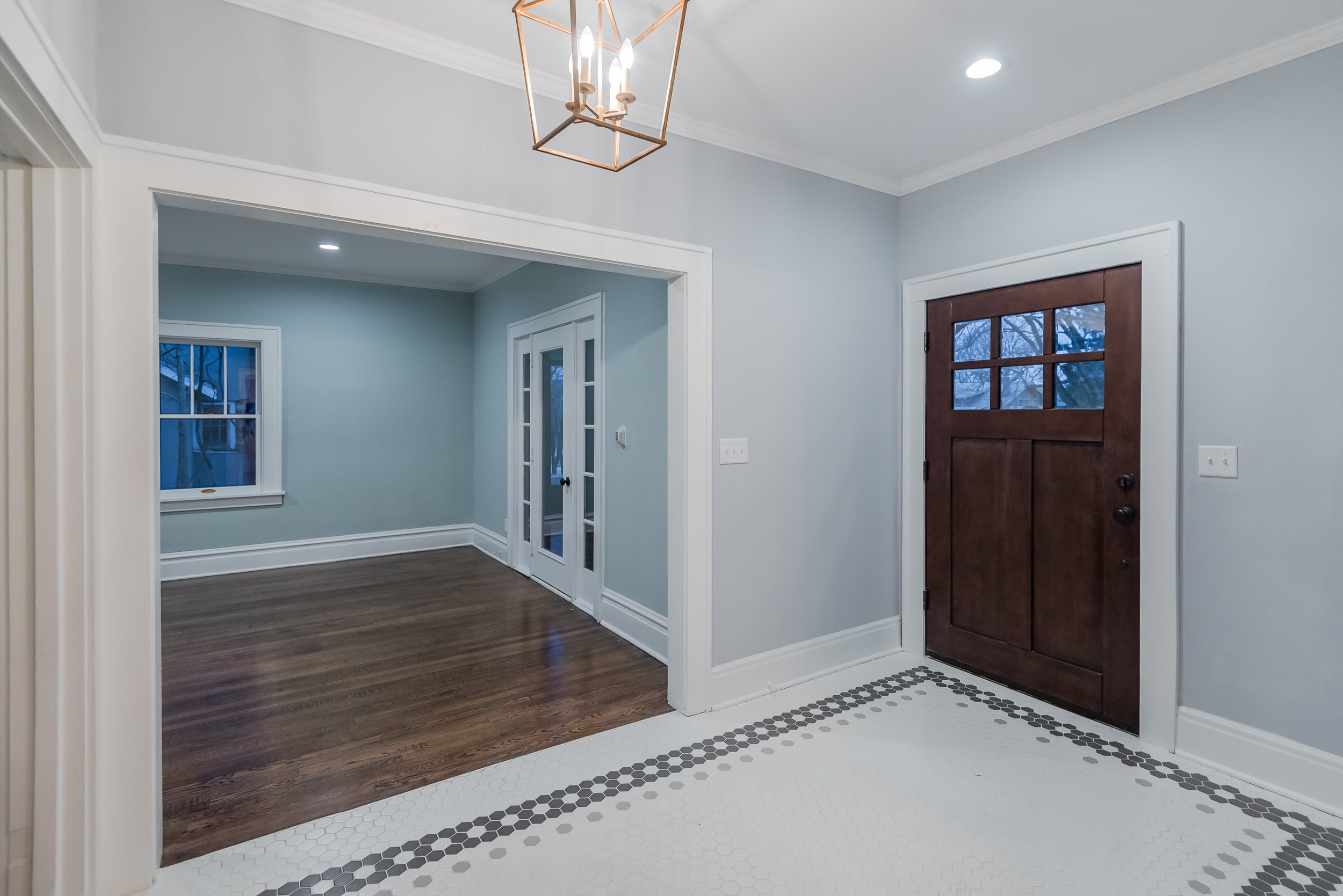 915 45th Street - entry foyer after 01.jpg