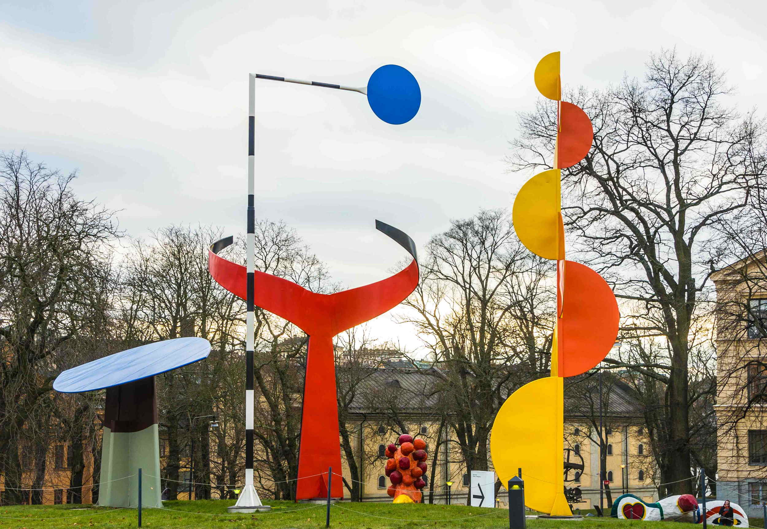 The_Four_Elements_(Alexander_Calder)_at_Moderna_Museet_in_Stockholm.jpg
