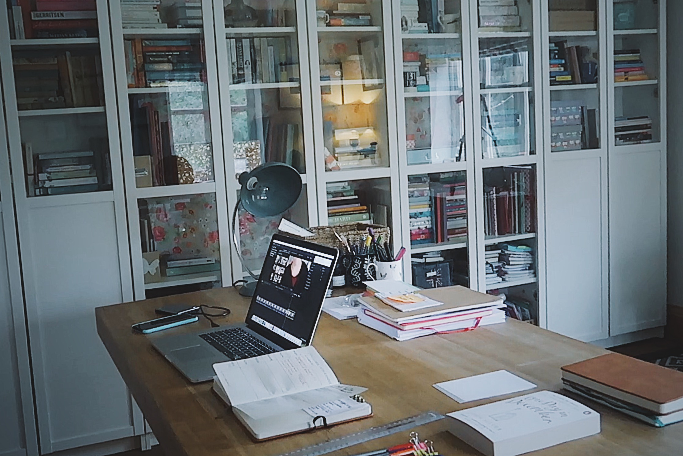 A WRITER'S OFFICE TOUR: How I've decluttered my office for a more productive space