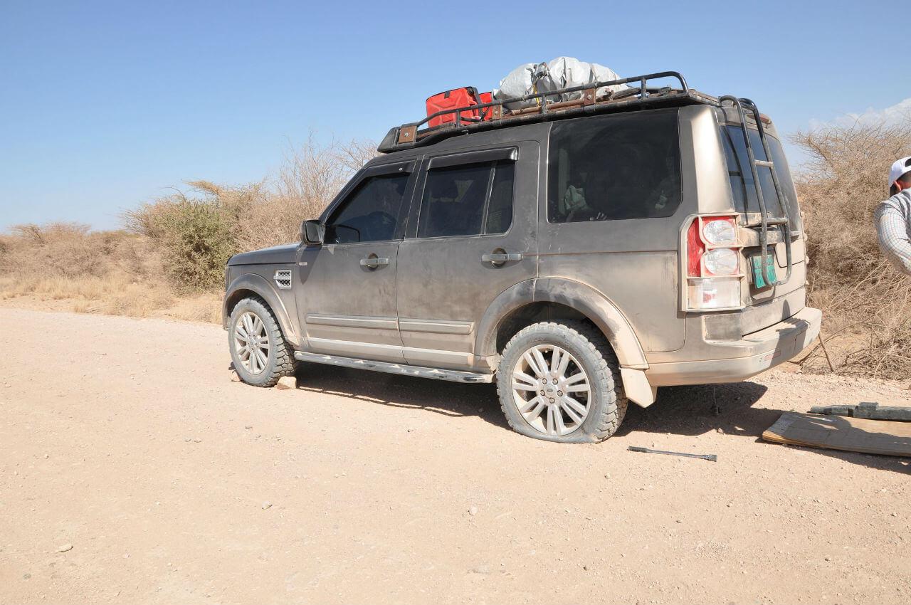Land-Rover-LR4-Voyager-Offroad-Jusef Gideon-6803720450_7e20f33f20_k.jpg