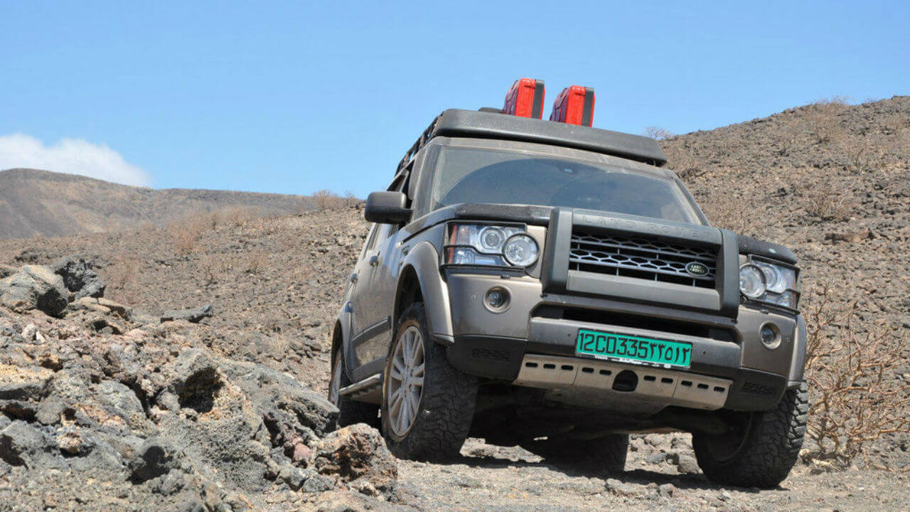 Land-Rover-LR4-off-road-Voyager-Offroad