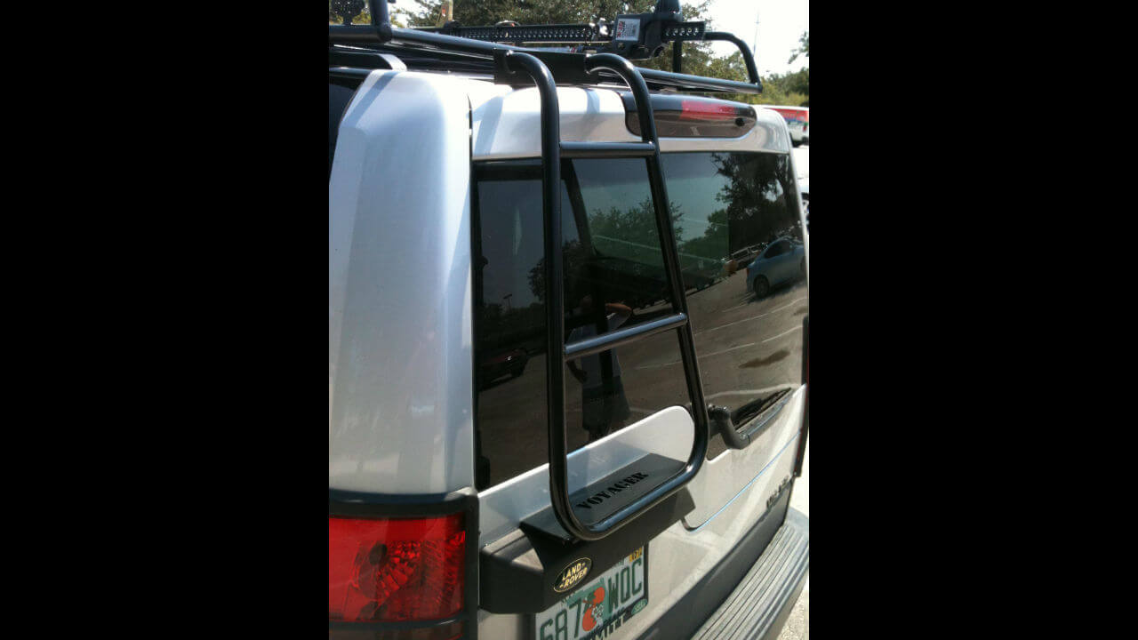 Land-Rover-LR3-rear-access-ladder-off-road-Voyager-Offroad.JPG