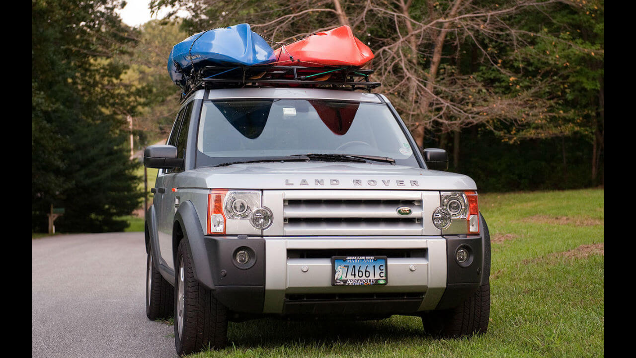 Land-Rover-LR3-Voyager-standard-roof-rack-kayaks-off-road-Voyager-Offroad.jpg