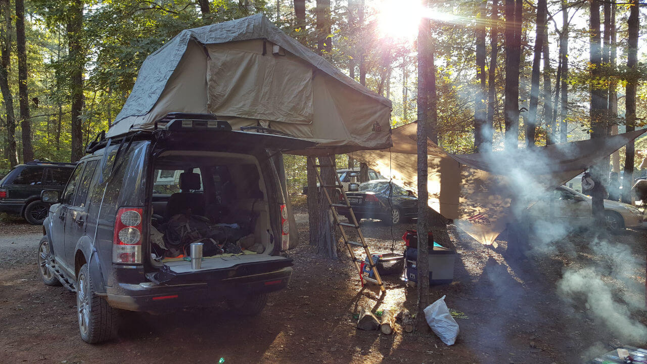 Land-Rover-LR3-campers-tent-edition-roof-rack-sunlight-off-road-Voyager-Offroad.jpg