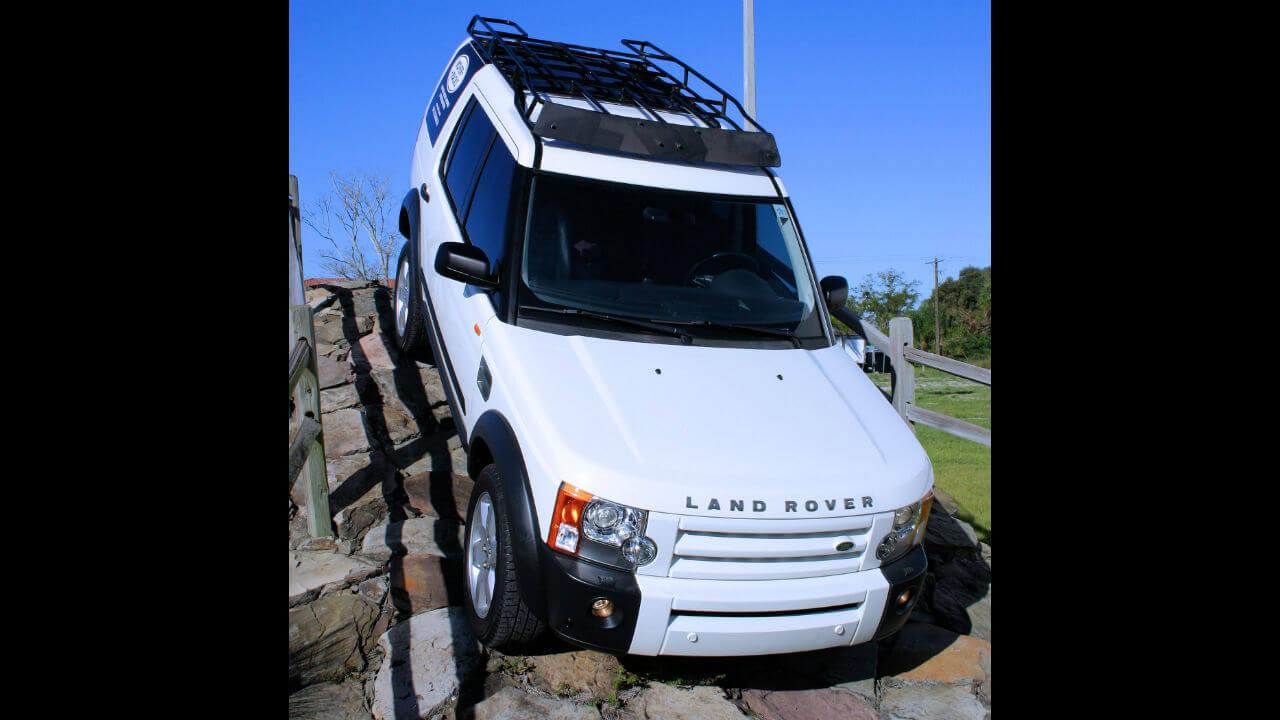 Land-Rover-LR3-Voyager-contactor-roof-rack-off-road-front-side-Voyager-Offroad.JPG