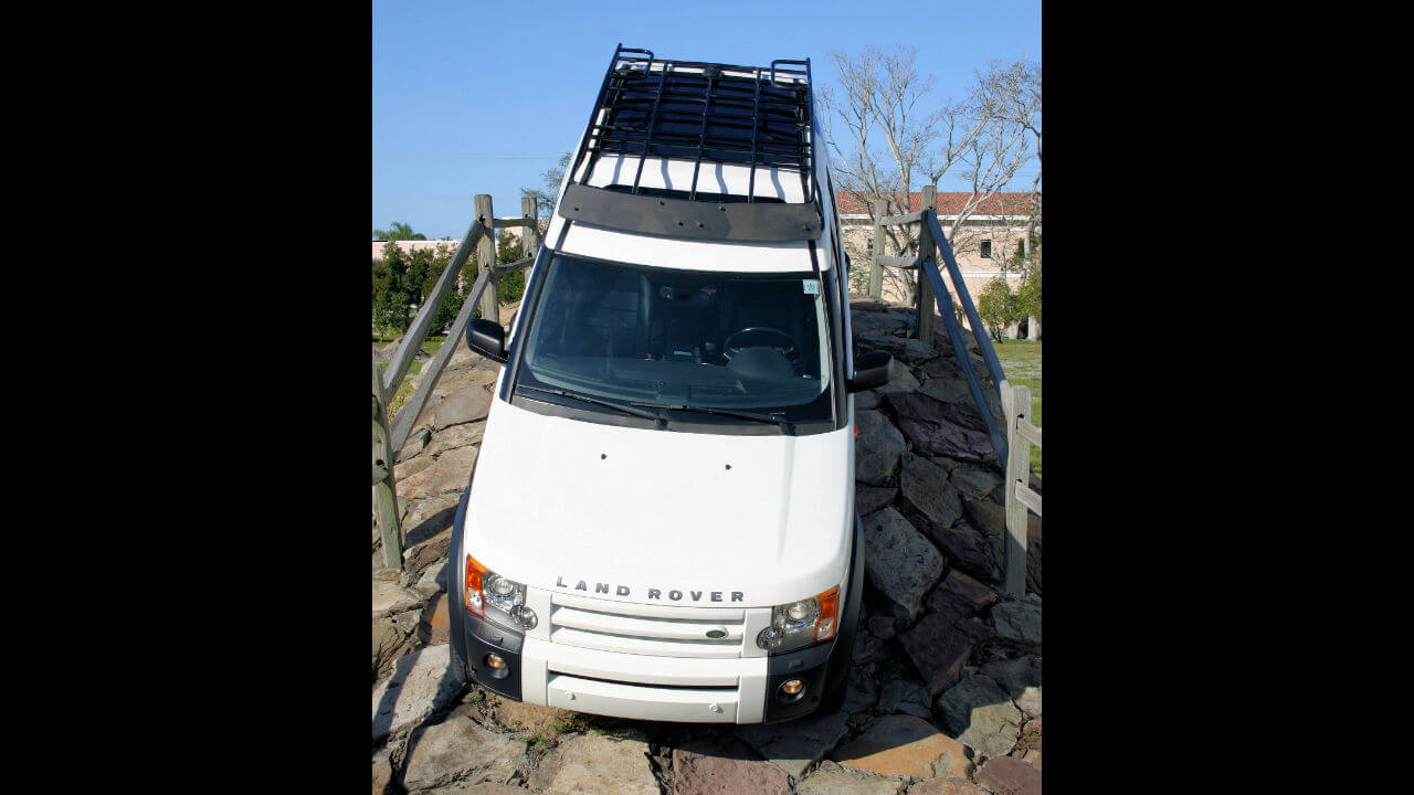 Land-Rover-LR3-Voyager-contactor-roof-rack-off-road-front-Voyager-Offroad.JPG