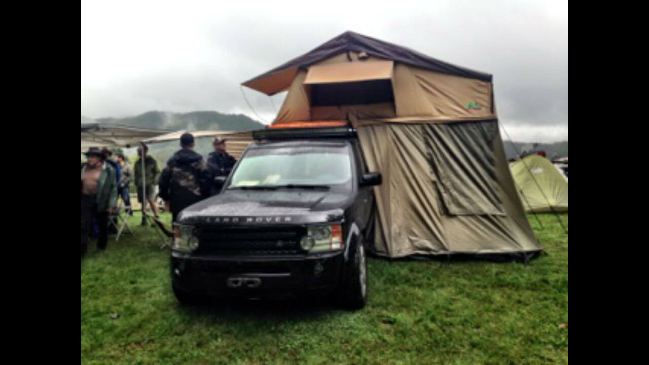 Land-Rover-LR4-campers-tent-opened-roof-rack-off-road-Voyager-Offroad.jpg