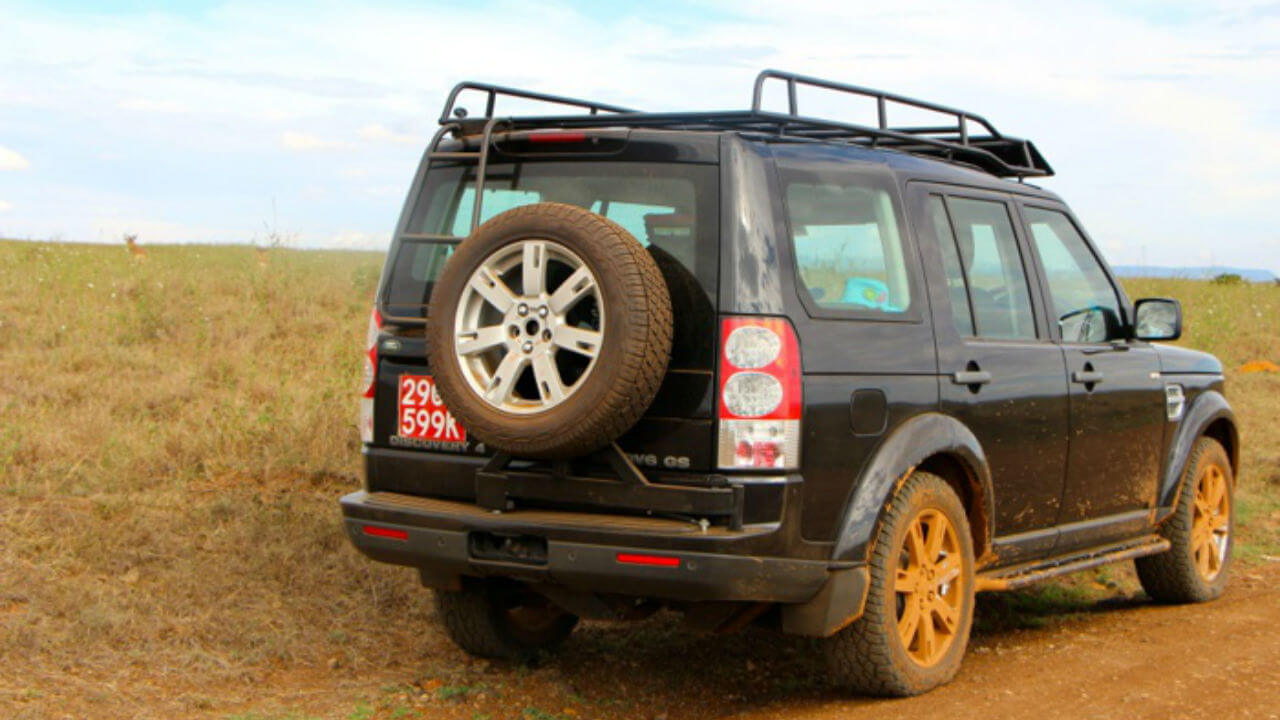 Land-Rover-LR4-rear-tire-carrier-access-ladder-standard-voyager-roof-rack-off-road-Voyager-Offroad.jpg