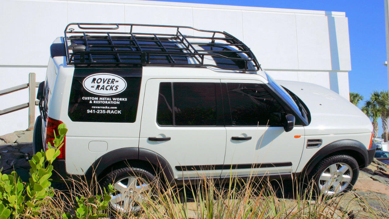 Land-Rover-LR4-Voyager-contactor-roof-rack-off-road-side-angle-Voyager-Offroad.JPG