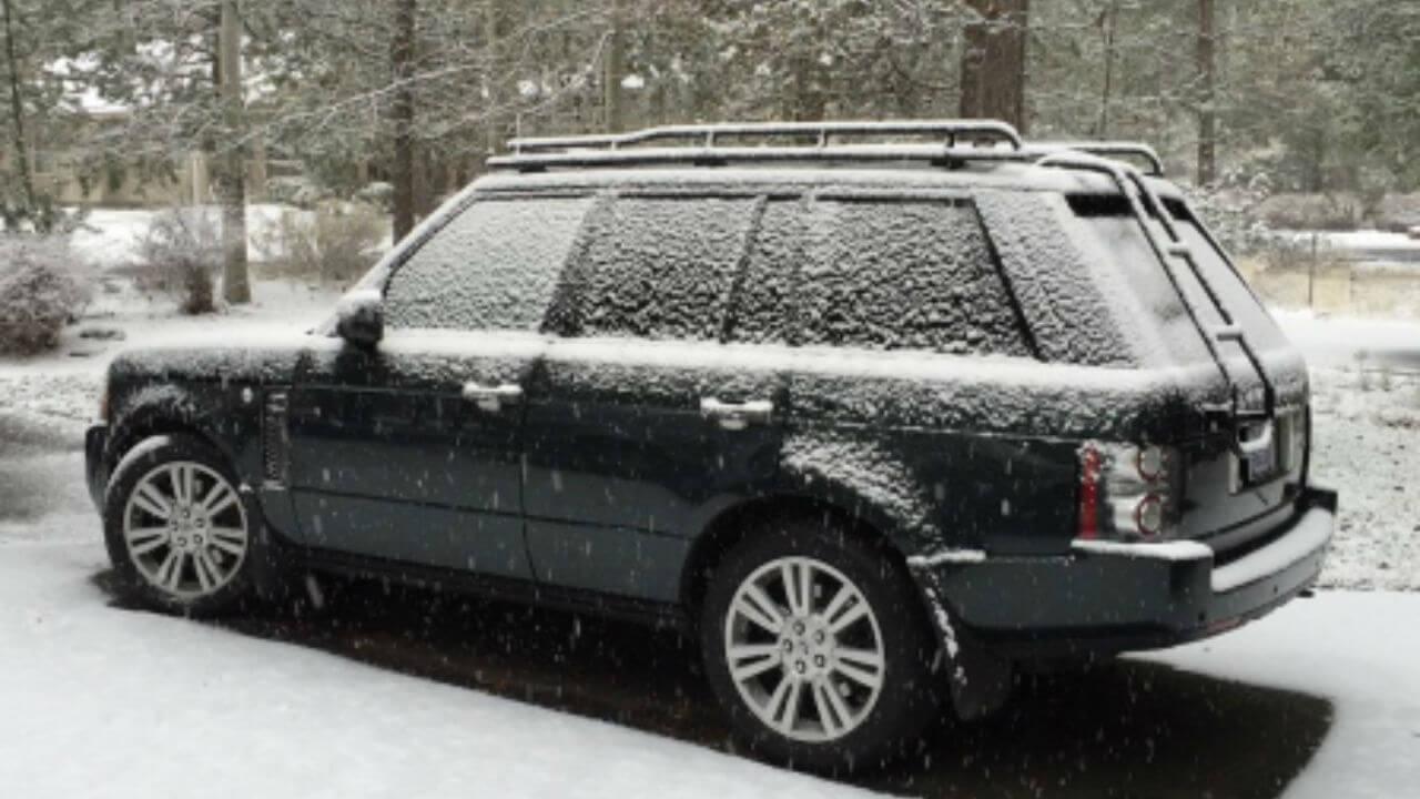 Land-Rover-Range-Rover-MK3-snowing-standard-voyager-roof-rack-off-road-side-Voyager-Offroad.jpg