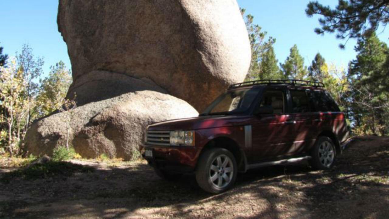 Land-Rover-Range-Rover-MK3-standard-voyager-roof-rack-boulder-off-road-side-Voyager-Offroad.jpg