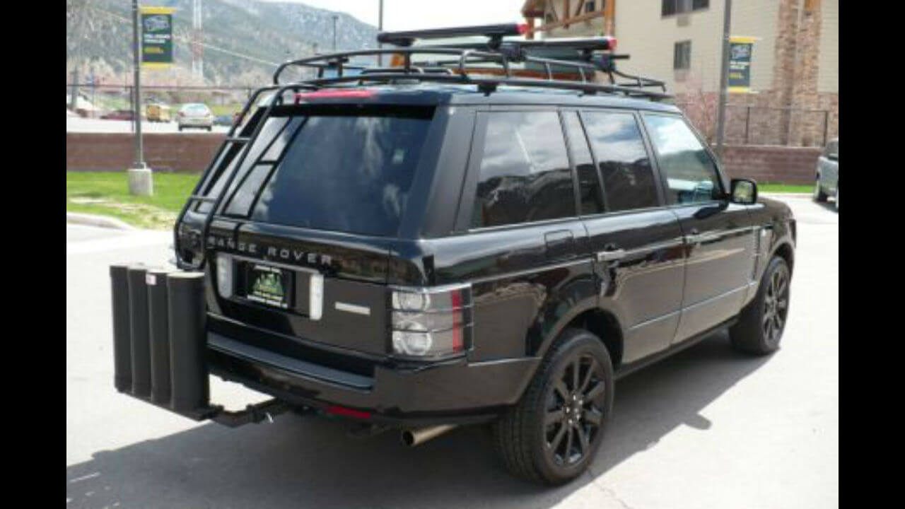 Land-Rover-Range-Rover-MK3-rear-access-ladder-off-road-side-Voyager-Offroad.JPG