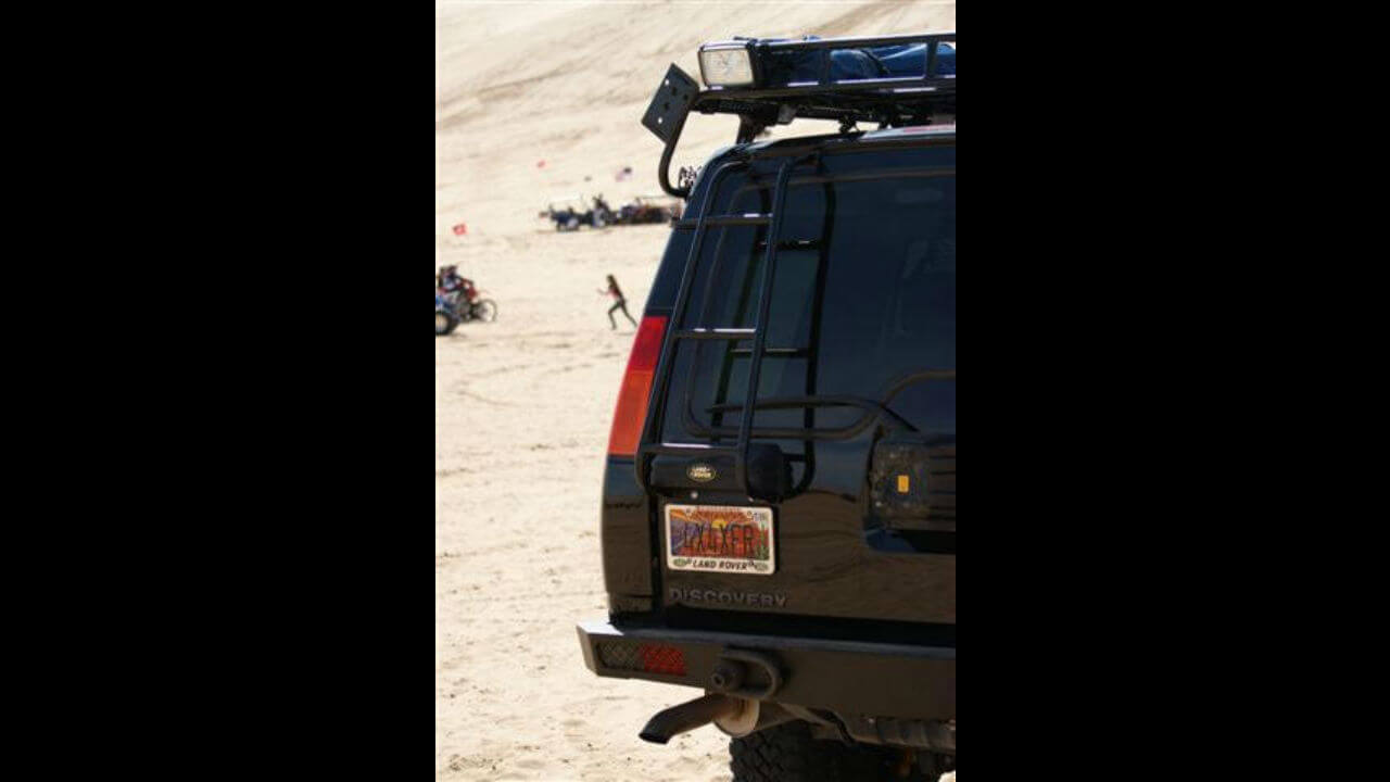 Land-Rover-Discovery-Series-II-Voyager-rear-access-ladder-off-road-Voyager-Offroad