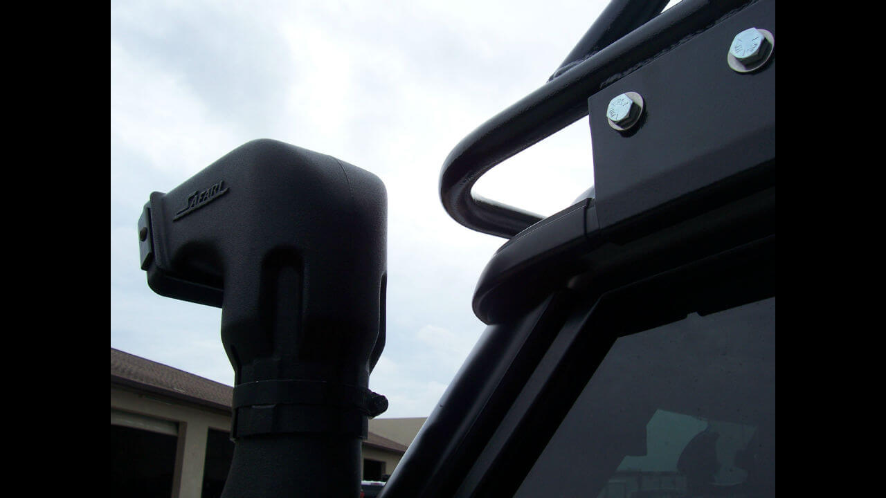 Land-Rover-Discovery-Series-II-snorkel-Voyager-roof-rack-off-road-Voyager-Offroad.jpg