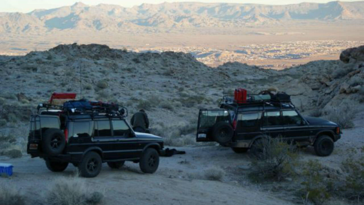 Land-Rover-Discovery-Series-II-overlanding-camping-Voyager-roof-rack-Voyager-Offroad.jpg