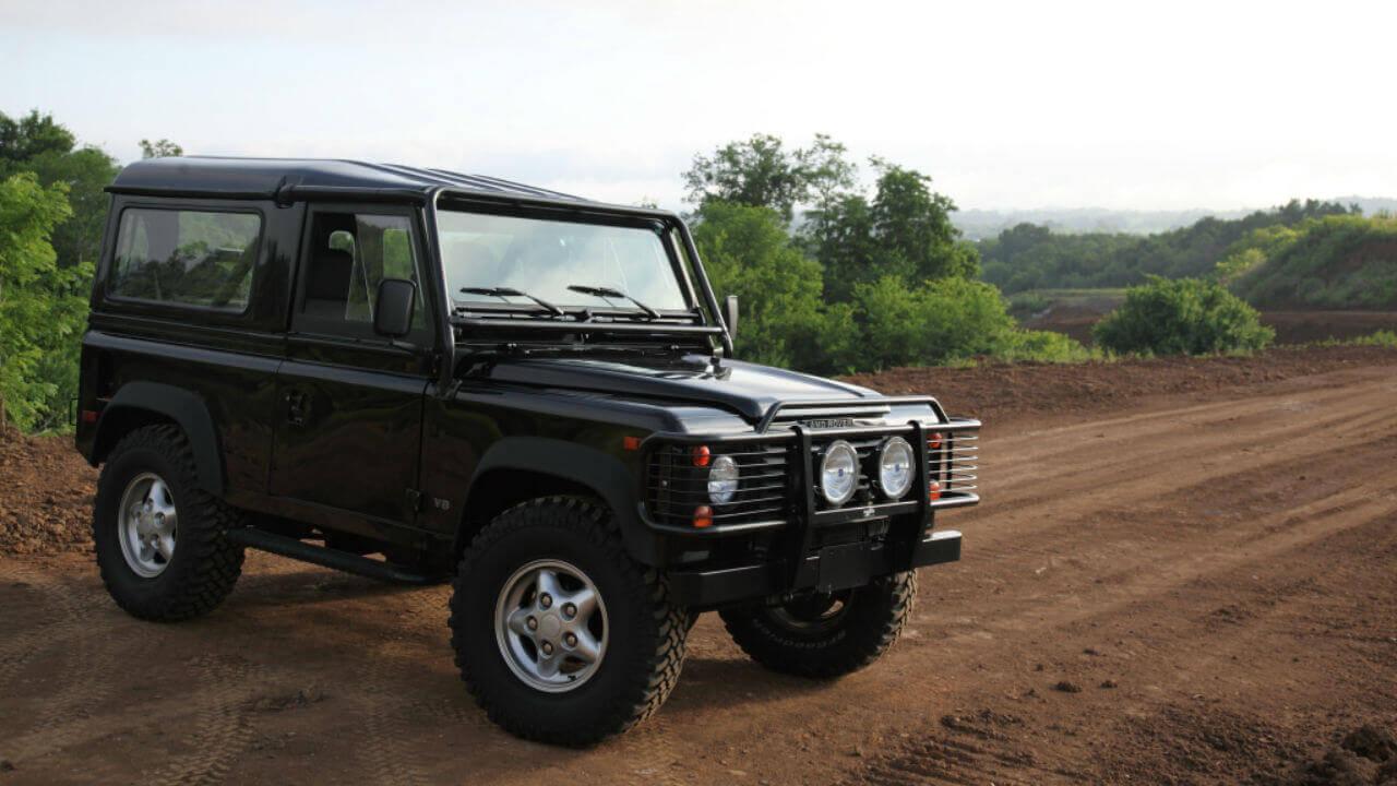 Land-Rover-Defender-90-NAS-D90-hard-fiberglass-top-off-road-Voyager-Offroad-D90-Tops
