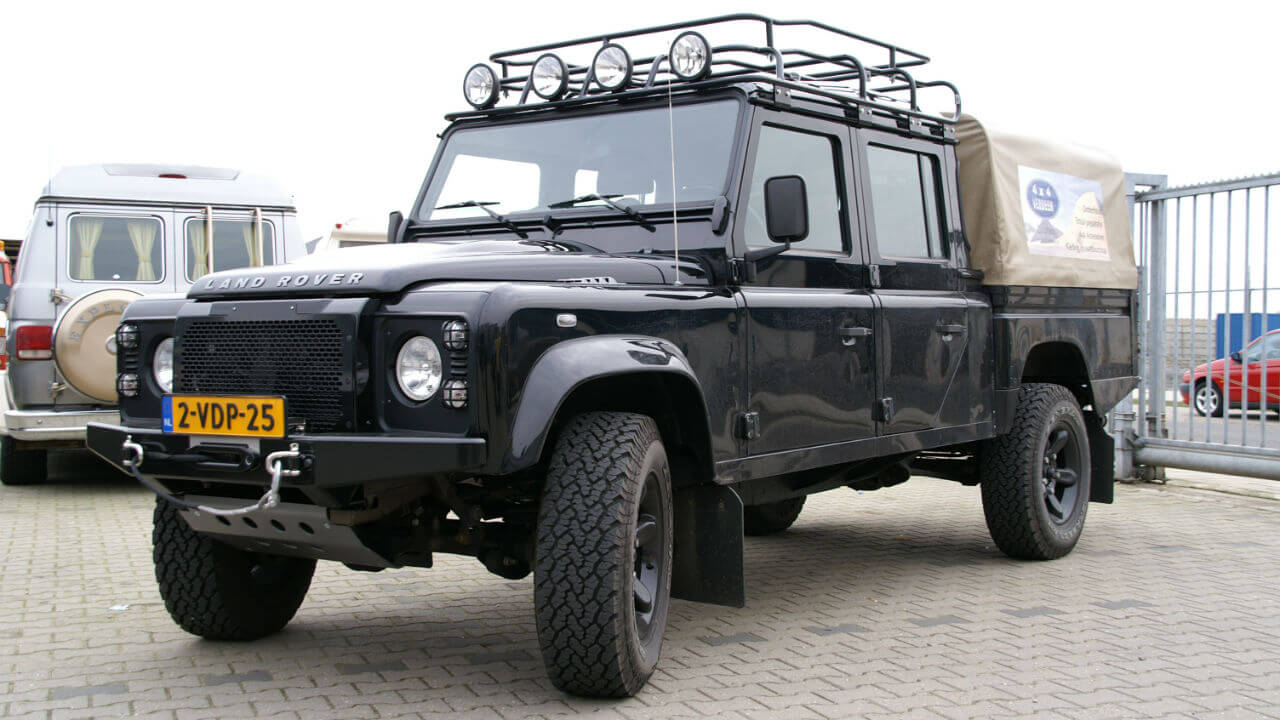 Land-Rover-Defender-130-D130-roof-rack-front-off-road-Voyager-Offroad.JPG