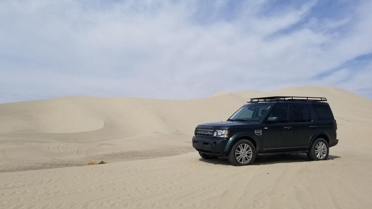 Land-Rover-LR4-off-road-high-desert-sand-Voyager-low-profile-roof-rack-Voyager-Offroad.jpg