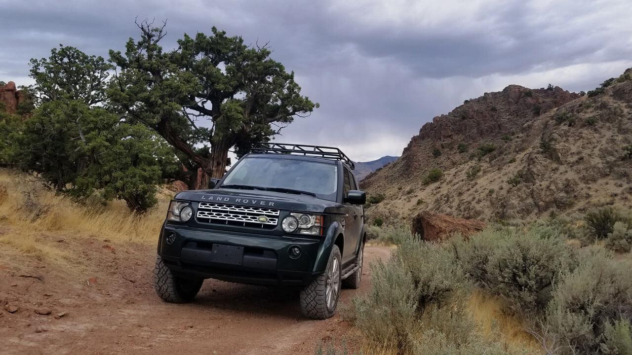 Land-Rover-LR4-off-road-high-desert-Voyager-low-profile-roof-rack-Nevada-Voyager-Offroad.jpg