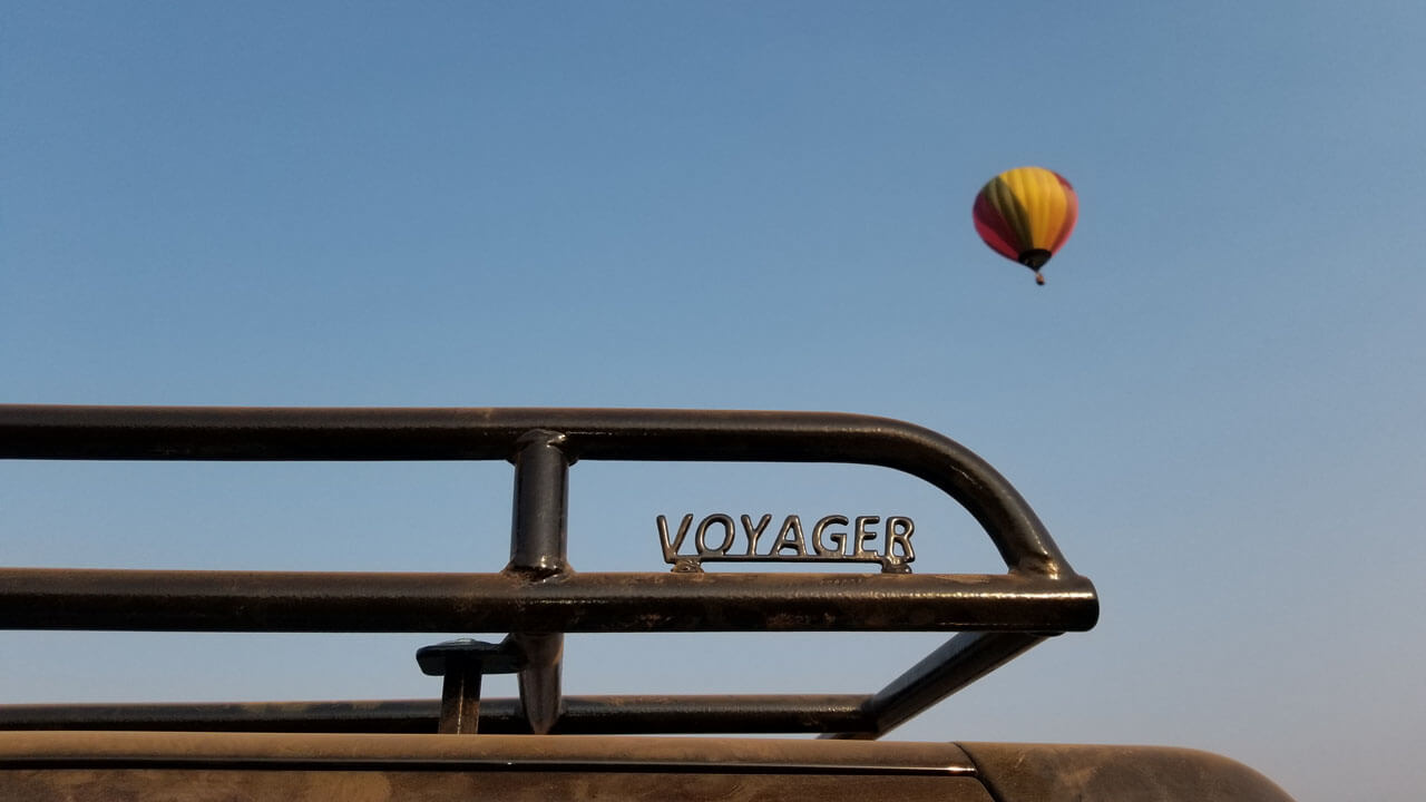 Land-Rover-LR3-off-road-hot-air-balloon-desert-Voyager-low-profile-roof-rack-Voyager-Offroad.jpg