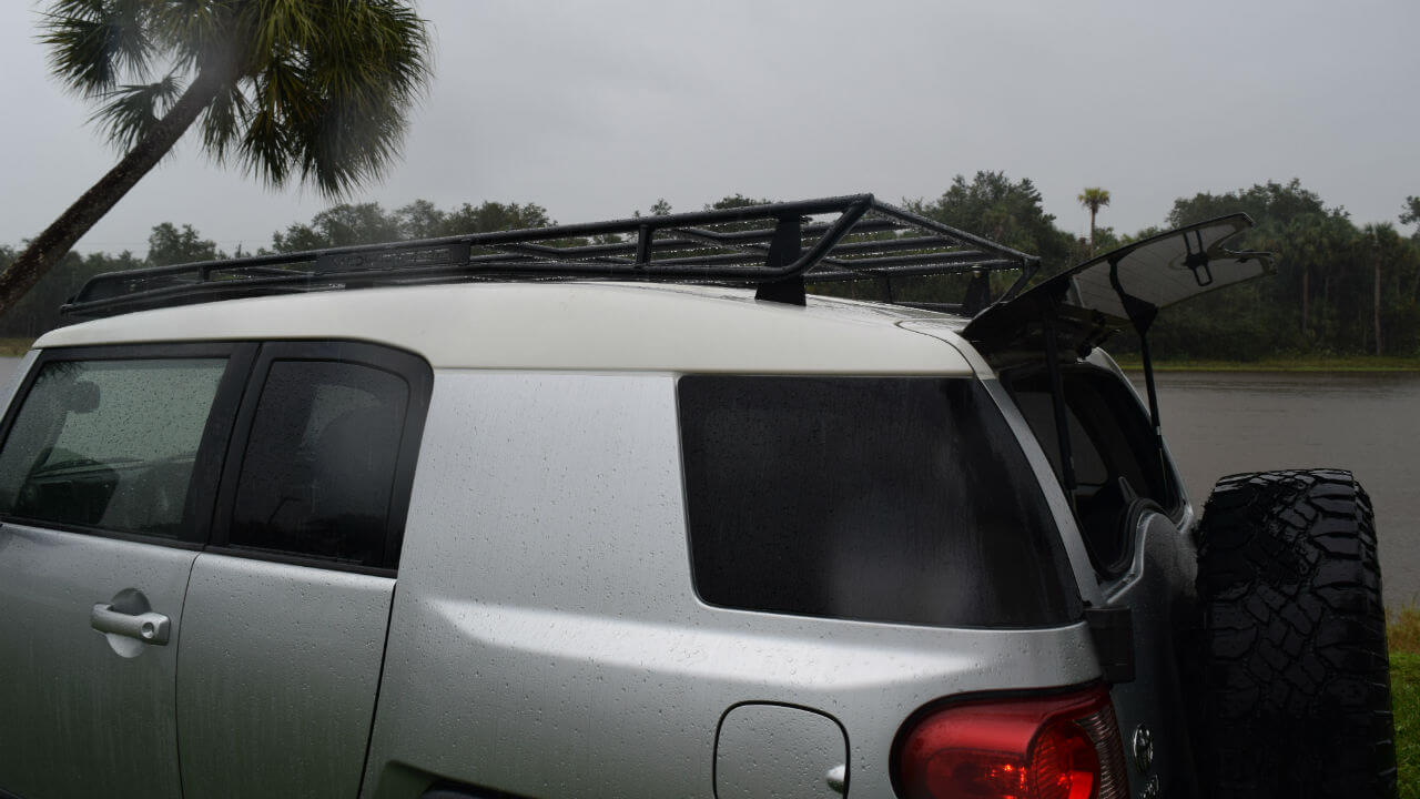 Toyota-FJ-Cruiser-off-road-roof-rack-back-hatch-open-Voyager-Offroad.JPG