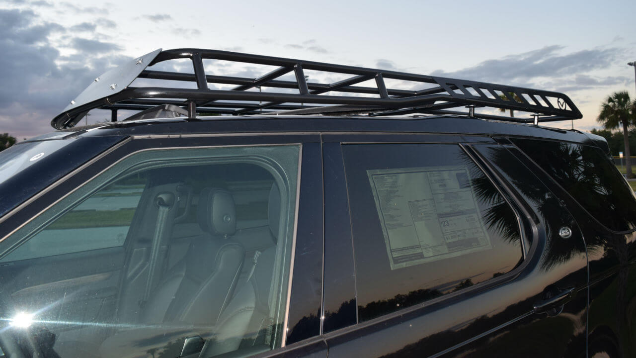 Land-Rover-Discovery-5-off-road-roof-rack-up-close-side-Voyager-Offroad.JPG