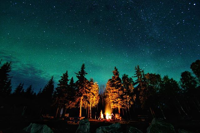 Camping Under the Aurora #naturallight #beautifuldestinations #photooftheday #traveladdict #aurora #campfire #camping #galaxies #shootingstars #yellowknife #northwestterritories #northernlights #canada🇨🇦