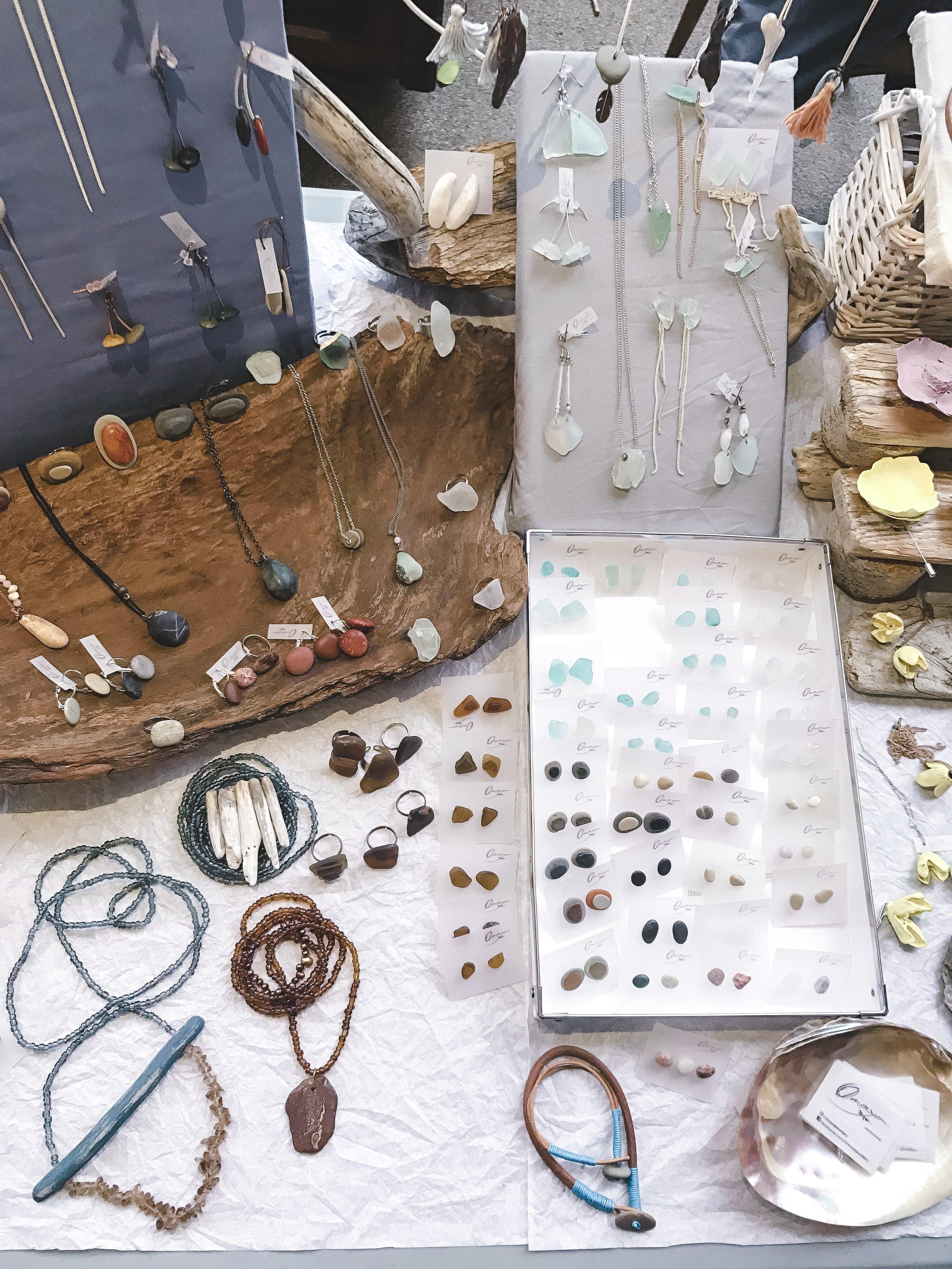 handmade-jewelry-stone-design-art-flatlay
