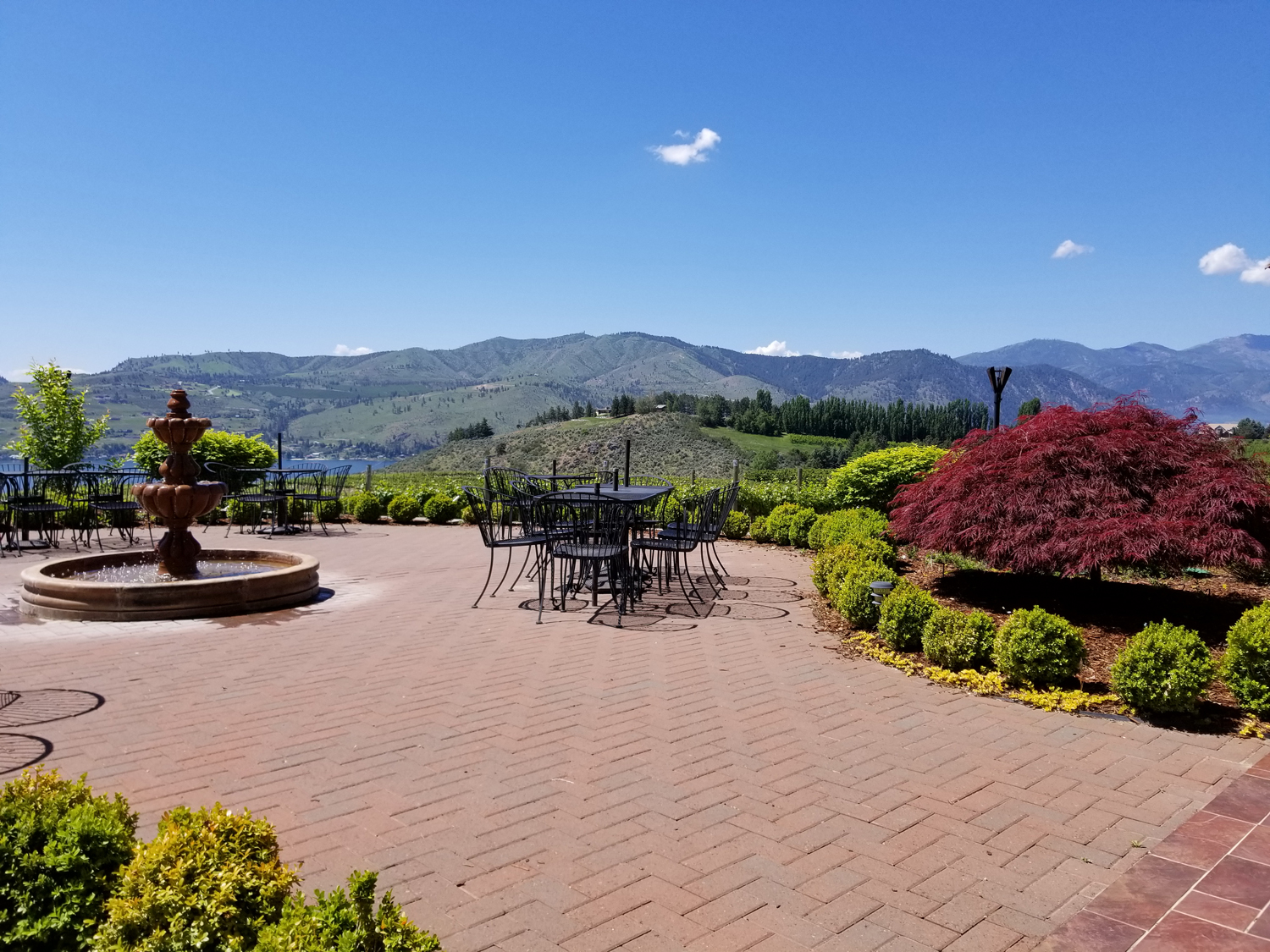 Lunch at one of the many wineries nestled around Lake Chelan
