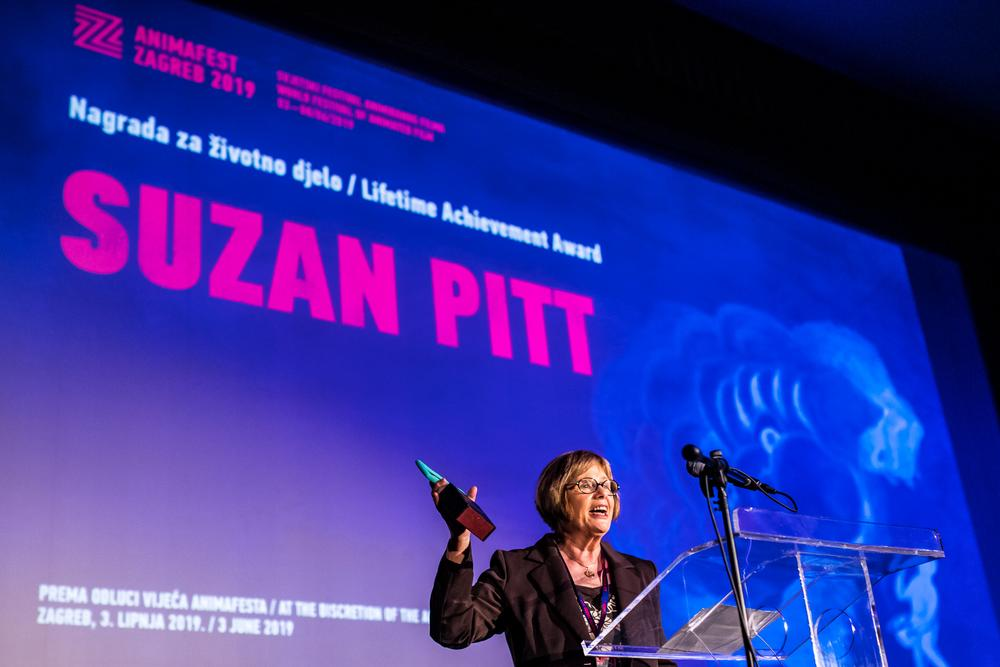 Margit Antauer, President of the Animafest Council receiving the Lifetime Achievement Award on behalf of Suzan.