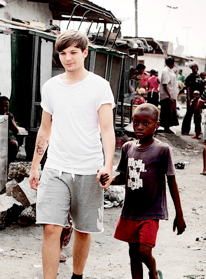 Louis Tomlinson in Ghana for Comic Relief (2013).
