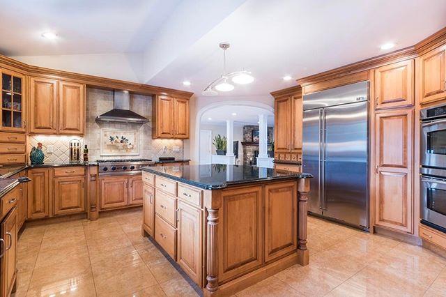 ADLO Media 📸 #adlomedia #realestatephotography #luxury #realestate #housegoals #interiordesign #kitchenlife #kitchendesign