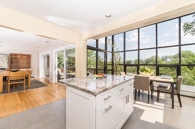 ADLO Media 📸 #adlomedia #realestate #realestatephotography #interiordesign #housegoals #luxury #kitchendesign