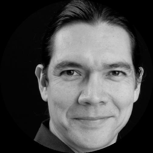 Alexandre Bacon, Administrateur   Originaire de la communauté innue de Mashteuiatsh, Alexandre Bacon offre de nombreuses formations touchant les questions autochtones. Axées sur une meilleure compréhension de l'histoire et des réalités sociopolitiques des Premiers Peuples, ses formations visent en plus à outiller concrètement les individus dans leur travail quotidien.  Il oeuvre également comme conseiller stratégique pour plusieurs organisations, en s'étant spécialisé dans le domaine de la gouvernance autochtone.
