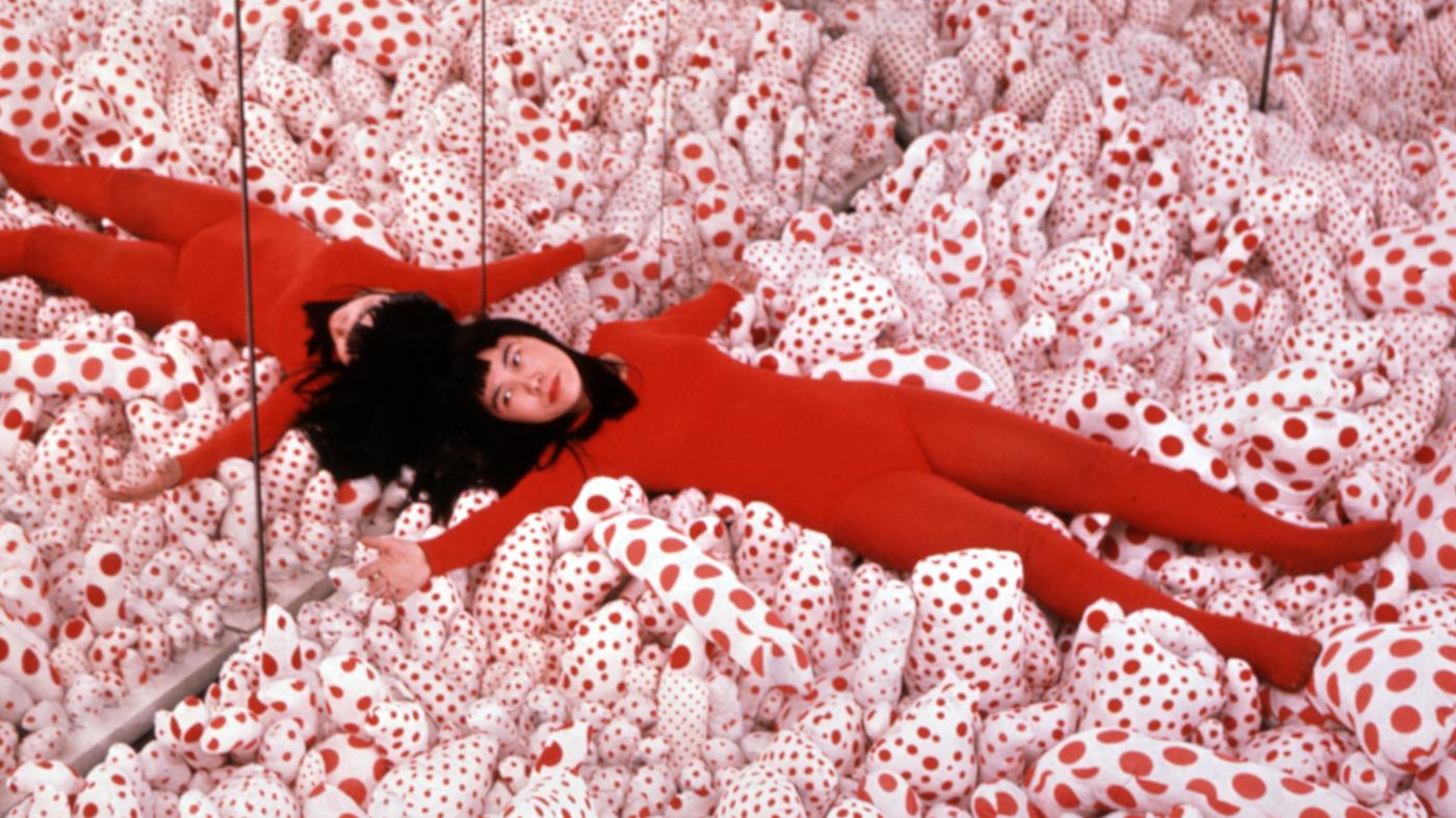 kusama-infinity_mirror_room-phallis-field-1965-01_wide-b63f26afc90d117fa9a570f57af29bc451001e4a.jpg