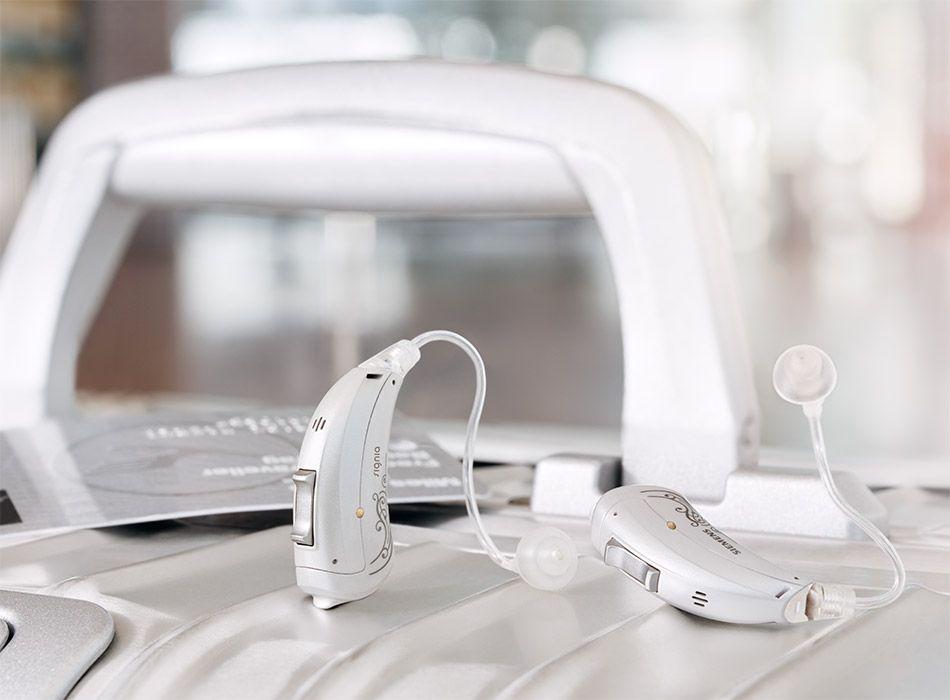 Motion-SX-primax_hearing-aids-suitcase_950x700px.jpg