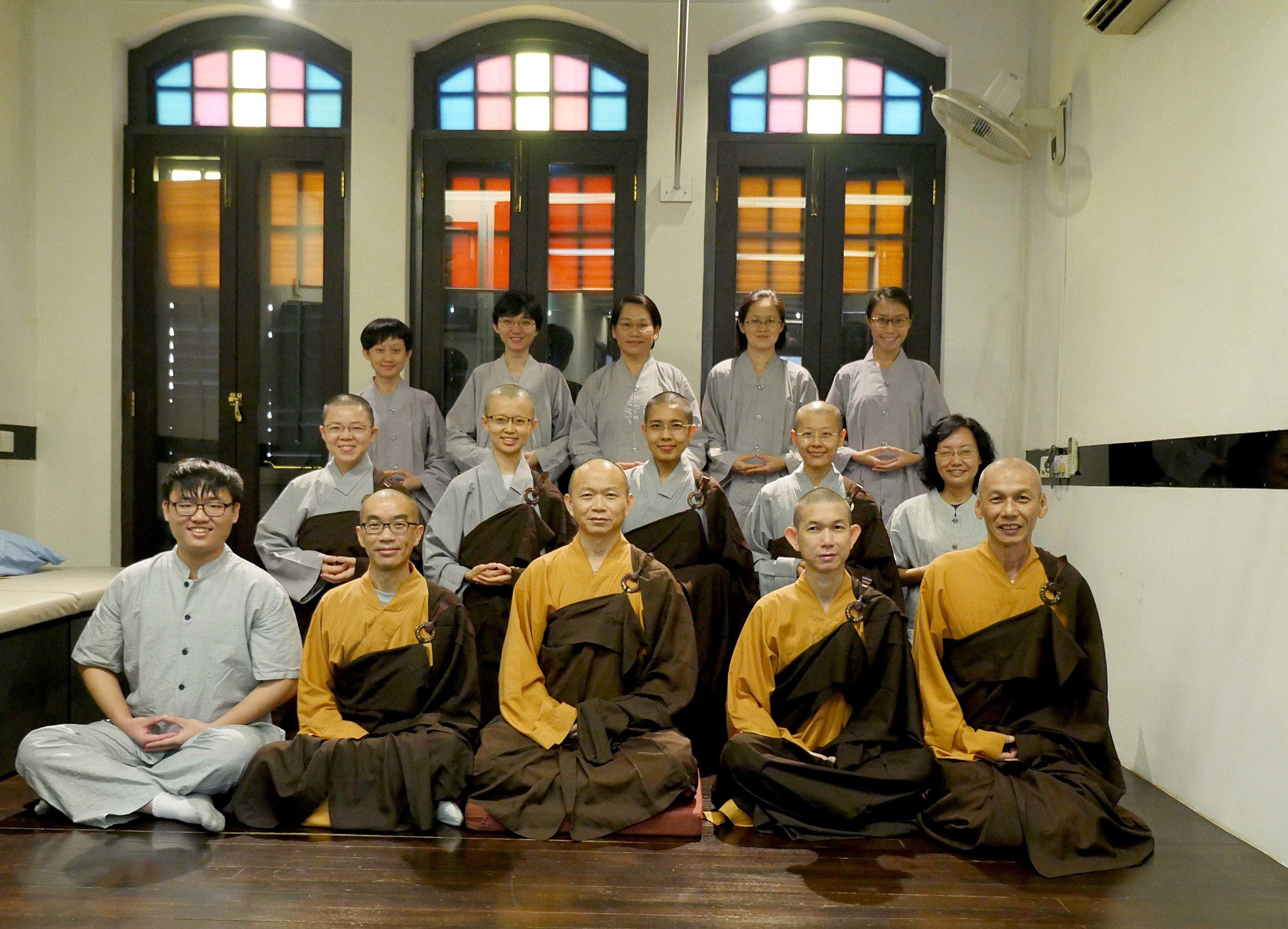 净远法师首次带领僧俗二众禅修          Venerable Jing Yuan conducted the very 1st meditation session for the Sangha and Laity