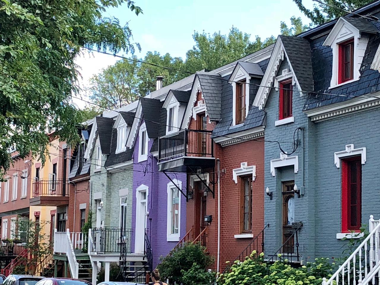 bunt gestrichene Häuser in Montreal
