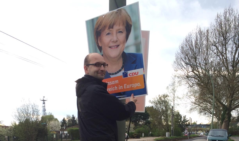Plakat-Merkel-Mann-Brille.jpg
