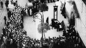 Last public execution of serial killer Eugen Weidmann which  which took place in Versailles on the 17th June 1939.
