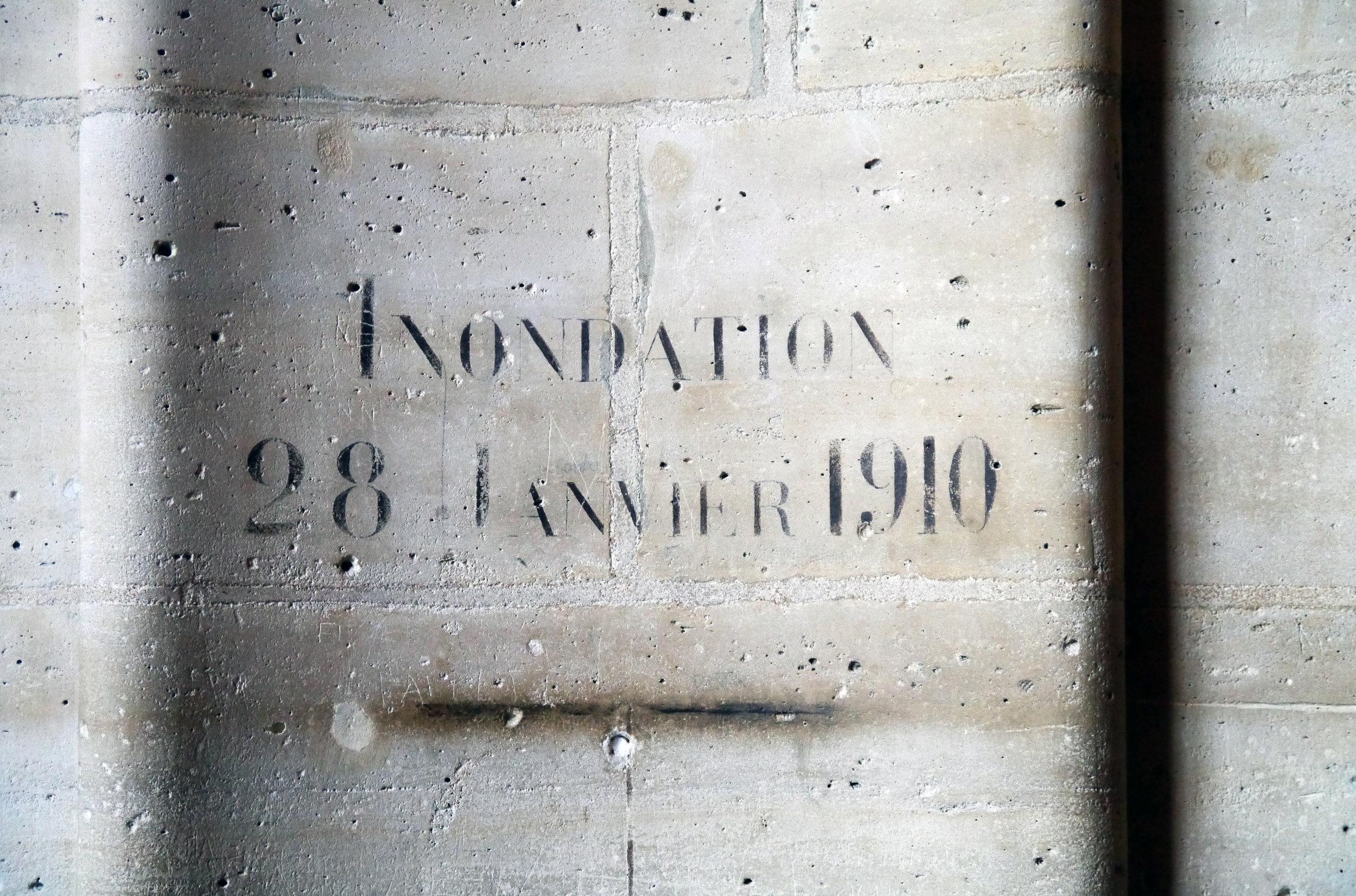 1910_Flood_Level_Sign_in_Salle_des_Gardes,_Conciergerie,_Paris..JPG