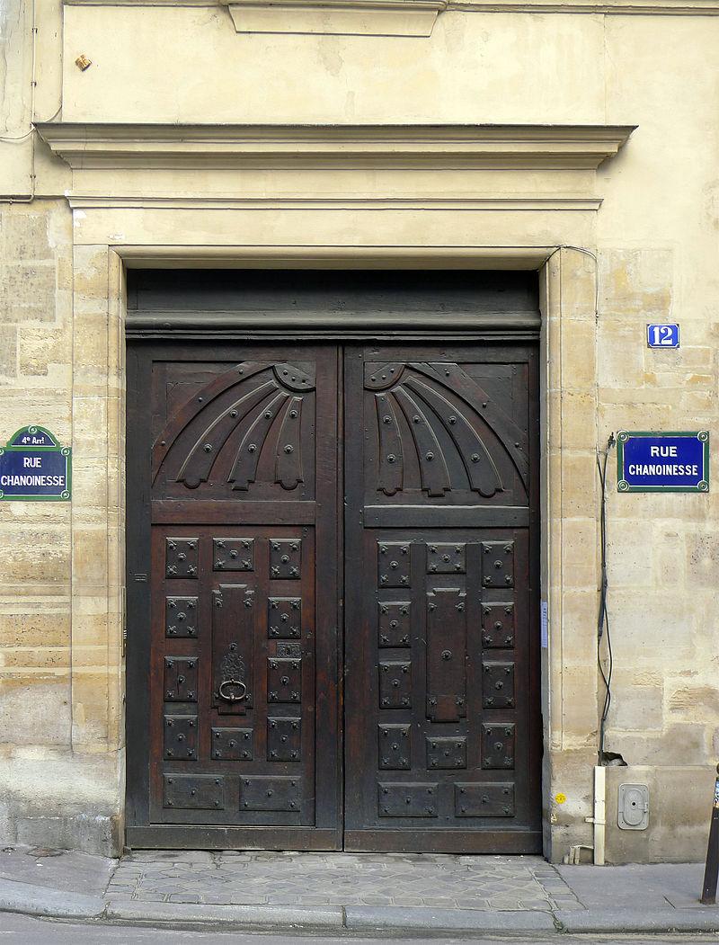 12 Rue Chanoinesse
